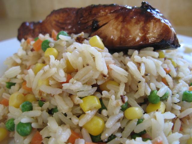 ניצול שאריות – אורז מטוגן עם ירקות שישדרג כל שאריות של אורז קרות