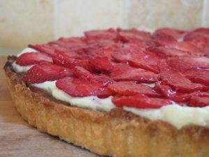 פאי תותים עם קרם פיסטוק ופטיסייר
