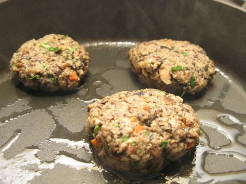 המבורגר פטריות צמחוני – הלילה שבו הפכתי את כולם לצמחונים