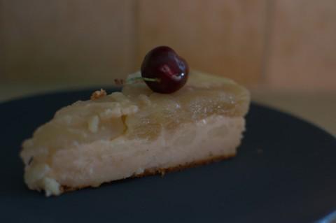 עוגת גבינה ותפוחים הפוכה
