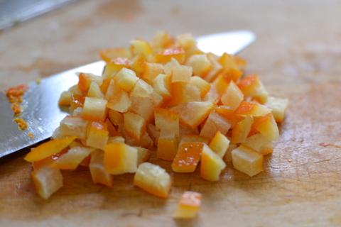 קוביות של קליפות תפוזים מסוכרות
