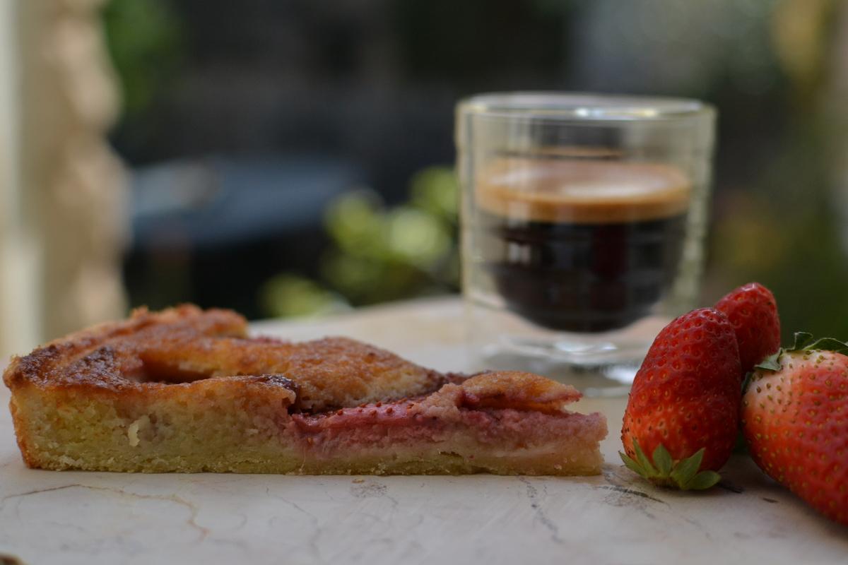 פאי תותים עם קרם שקדים