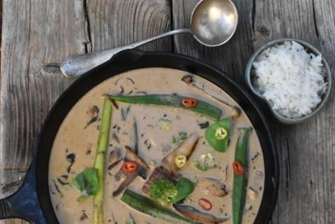 תבשיל סינטה עם חלב קוקוס וקארי אדום