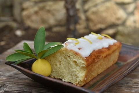 עוגת לימון בחושה עם ציפוי סוכר לימוני שמתפוצץ בפה – עוגה בחושה מושלמת.