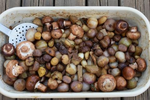 תבשיל בצלצלי פנינה עם פטריות, ארטישוק וערמונים