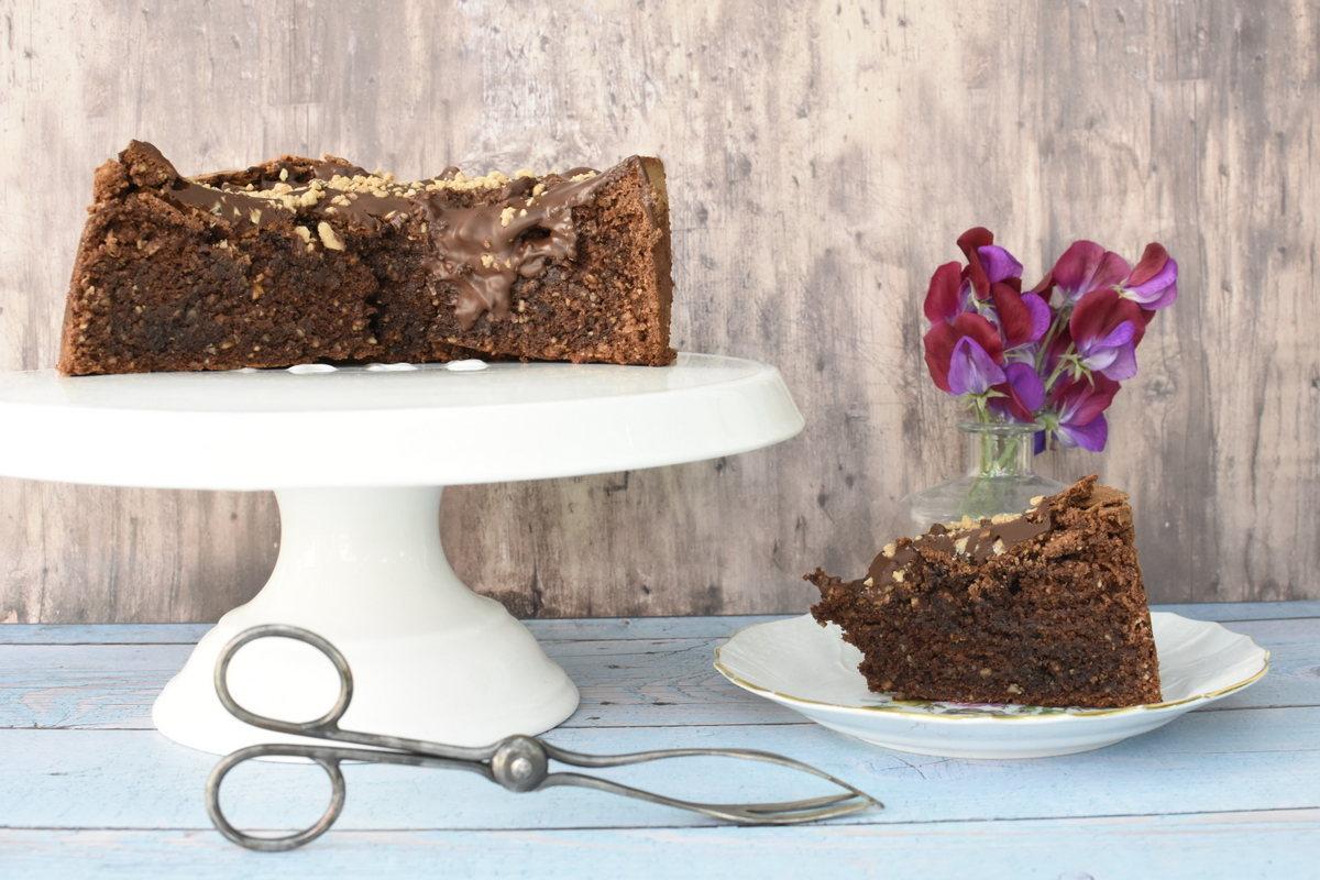 עוגת שוקולד ואגוזי לוז מושלמת  והיא גם כשרה לפסח וללא גלוטן