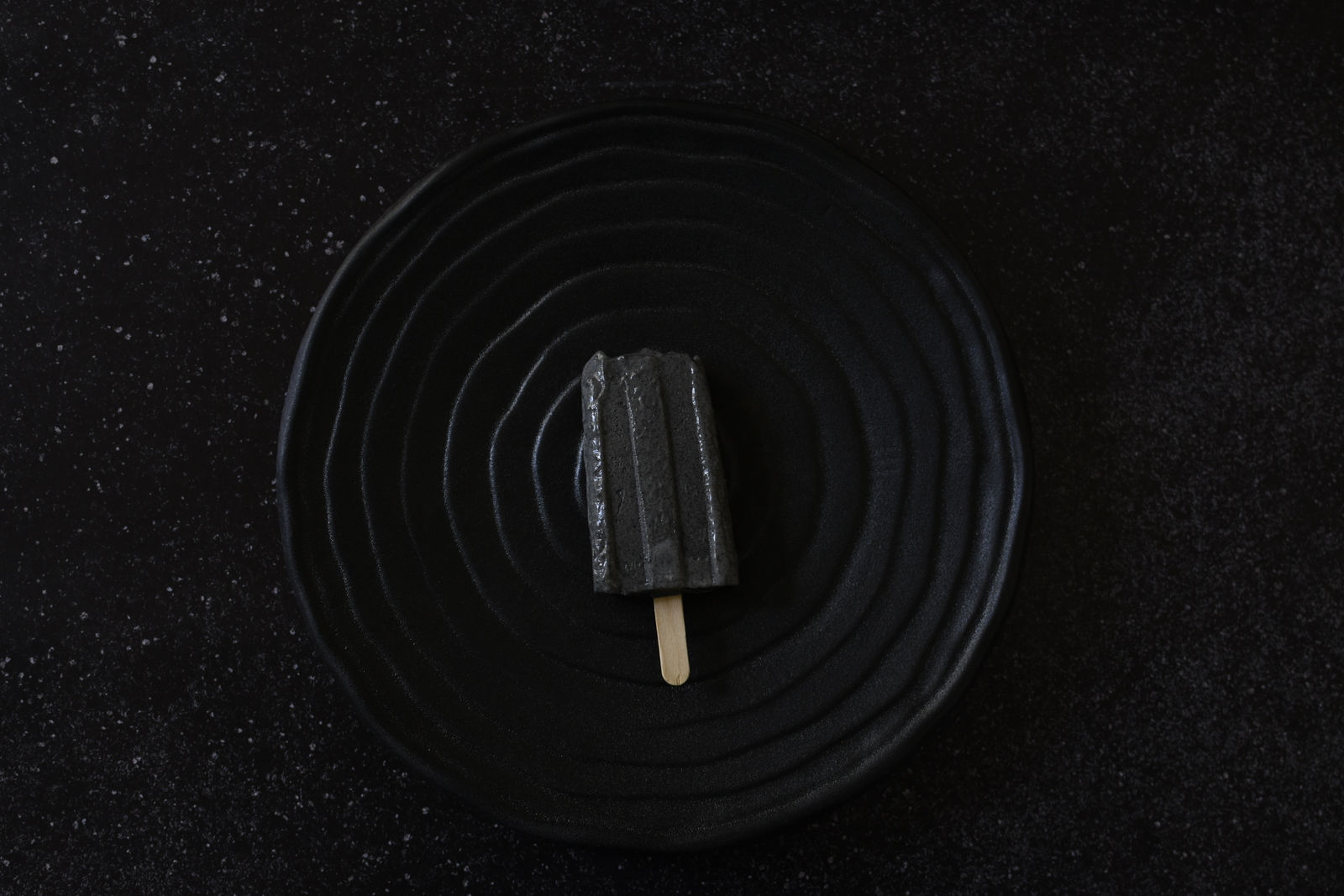 גלידת שומשום שחור וקצח לריענון הקיץ עם טעמים חדשים ולא שגרתיים