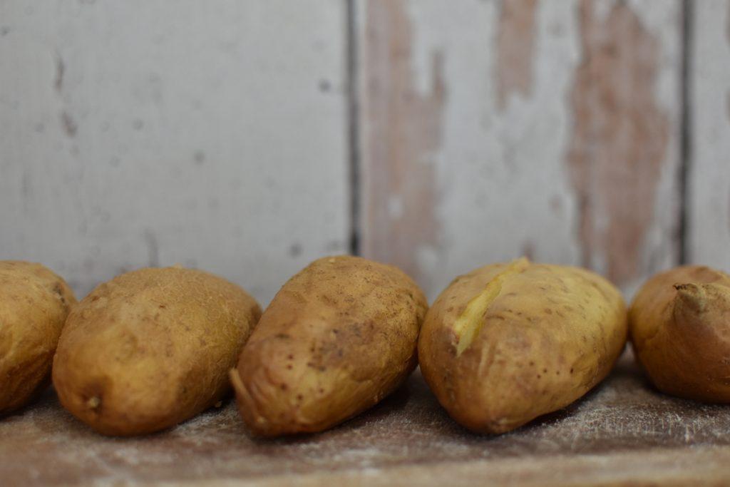 תפוחי אדמה צלויים בתנור