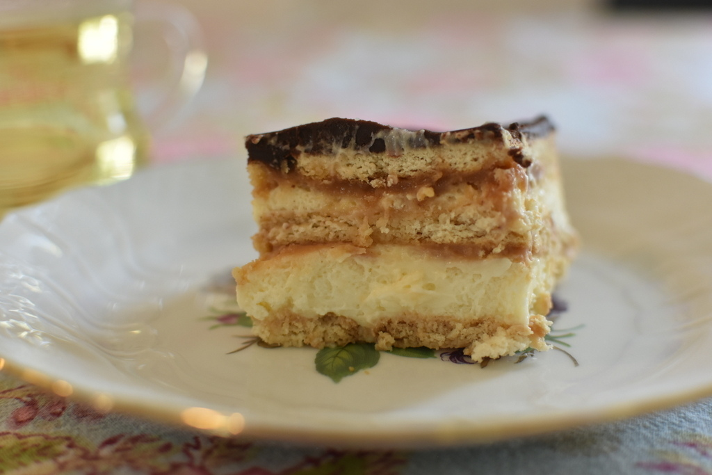 עוגת ביסקוויטים עם רוטב קרמל מלוח שכולם יתמכרו אליה