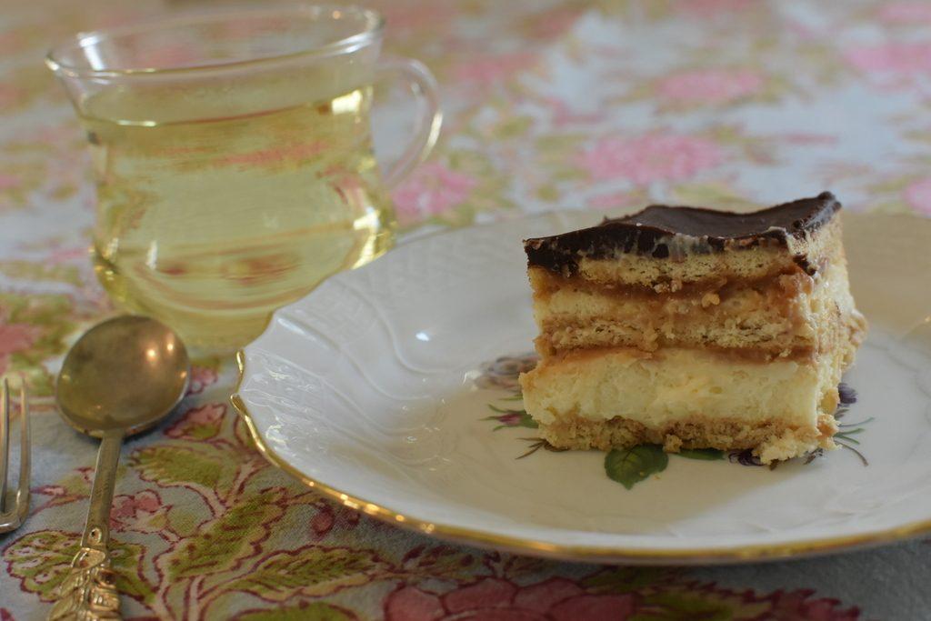 עוגת ביסקוויטים עם קרמל מלוח