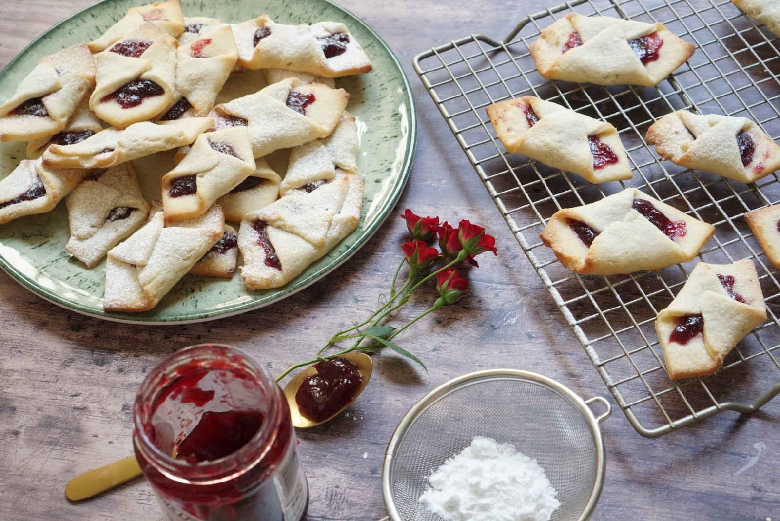 עוגיות ריבה מבצק מסקרופנה מדהים.