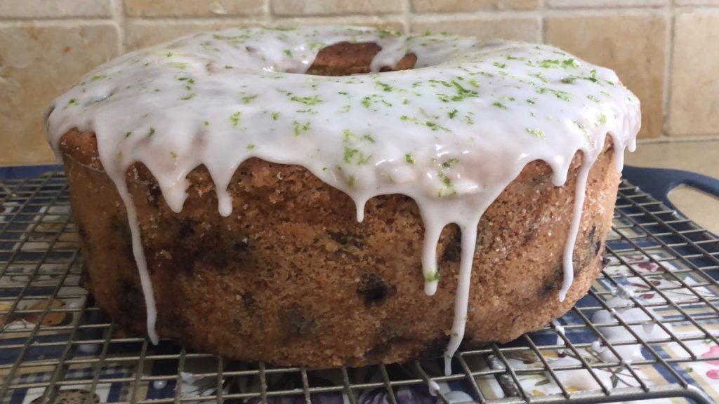 עוגת אוכמניות עם זיגוג לימון