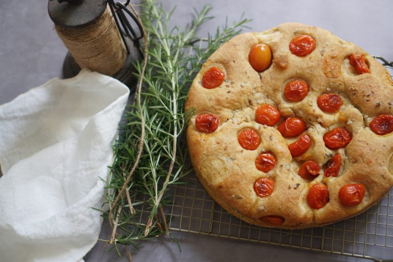 פוקצ'ת עגבניות